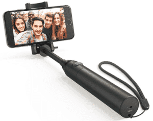 anker selfi-stick taking group selfie
